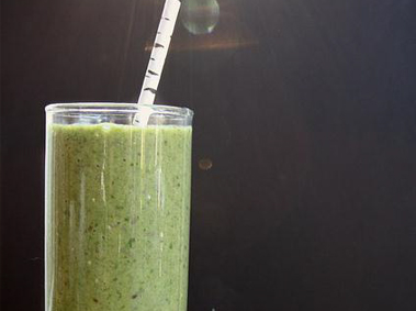 Spinach, Kiwi, & Chia Smoothie